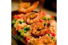 Latino Passion scampi med Ranchero Pinto beans, red rice og mais