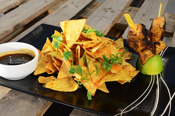 Sweet chili Homestyle chips med Teriyaki dip and Bombay kebabs